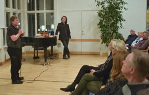 Håkan hälsar välkomna till föreläsningen med Pär Holmgren.