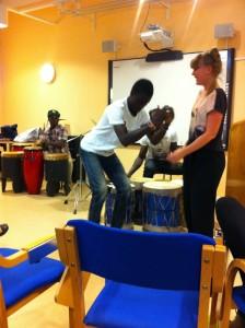 Dans och musik av kenyanska musiker från organisationen Pendo Amani